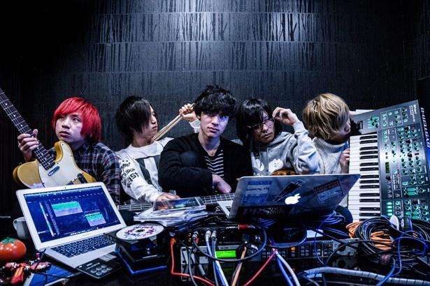 【写真を見る】The 3 minutesは名古屋発・男子5人組シンセポップロンクバンド!