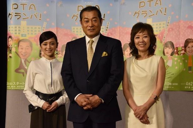 「PTAグランパ!」完成披露試写会に登場した安達祐実、松平健、浅田美代子(左から)