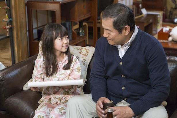 【写真を見る】孫・友理奈を演じるのは「視覚探偵 日暮旅人」(日本テレビ系)に出演し、「かわい過ぎる」と話題になった川北のん