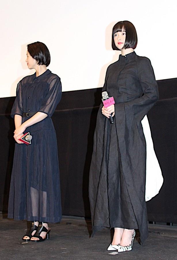 玉城ティナの衣装は長〜い袖がポイント