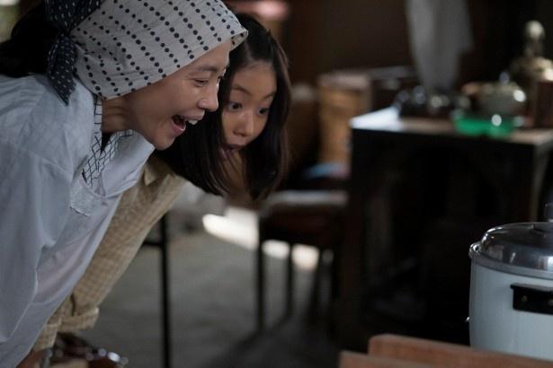 【写真を見る】みね子(有村架純)と明るくおしゃべりな母・美代子(木村佳乃)のほのぼのとしたやりとりも!