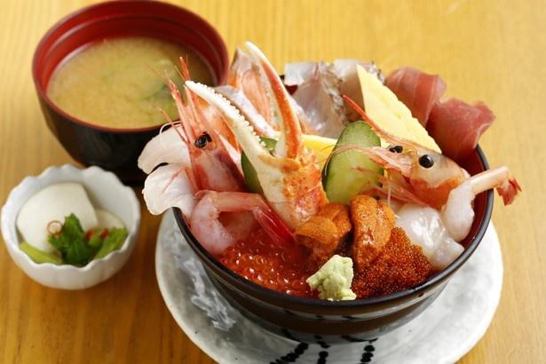 人気No.1の海鮮丼、その名も「どん!!がばちょ」と名づけられて……