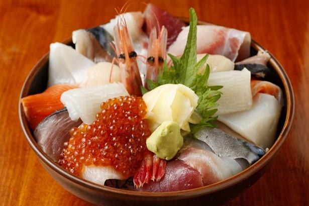 瑠玖(ルック)&魚平(うおへい)の特盛海鮮丼