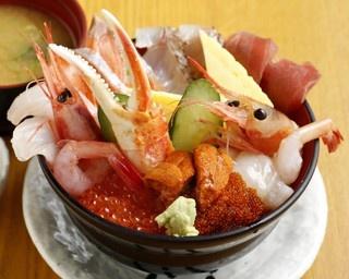 札幌でうまい海鮮丼を食べる、もうひとつのやり方とは?