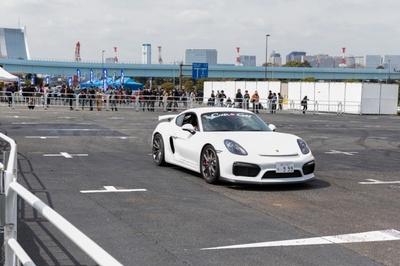 高級スポーツカーの同乗体験も行われた