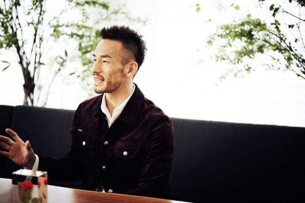 【写真を見る】イベントの会場づくりへのこだわりを語る中田英寿氏「裏方は大変ですが(苦笑)」