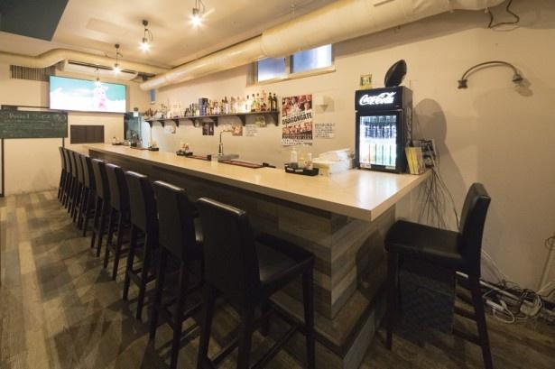 「PICANHA 南7条店」カウンター席は女性1人のお客さんも気軽に入りやすい雰囲気。2階席もあり、貸し切りも可能。