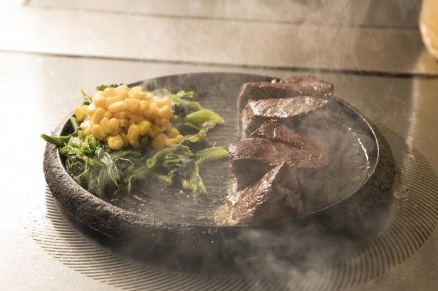 目玉は「胆振産仔鹿肉」。生まれて数か月の仔鹿のお肉は、とっても柔らかくて臭みがない。