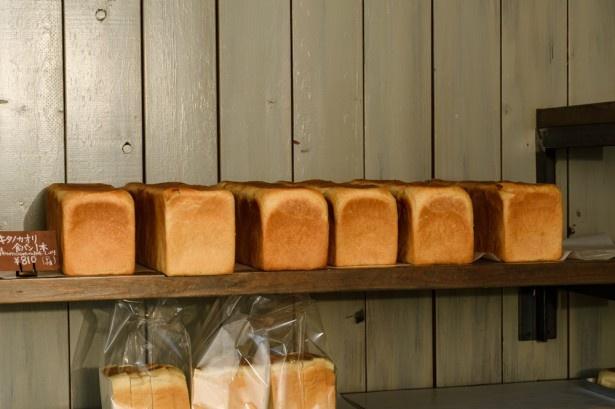 「キタノカオリ食パン」は道産小麦「キタノカオリ」を100%使用し、低温熟成発酵した食パン。トーストにもサンドウィッチにも合う。
