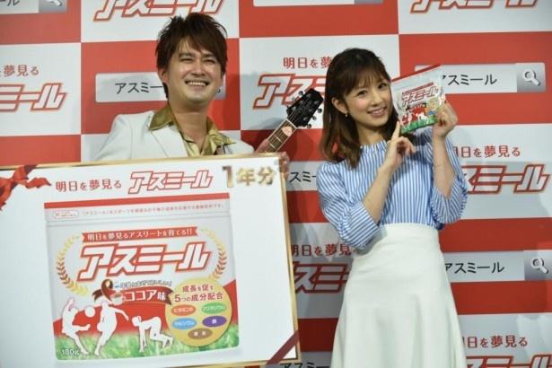 イメージキャラクターに就任した小倉優子へAMEMIYAが応援ソングを熱唱!
