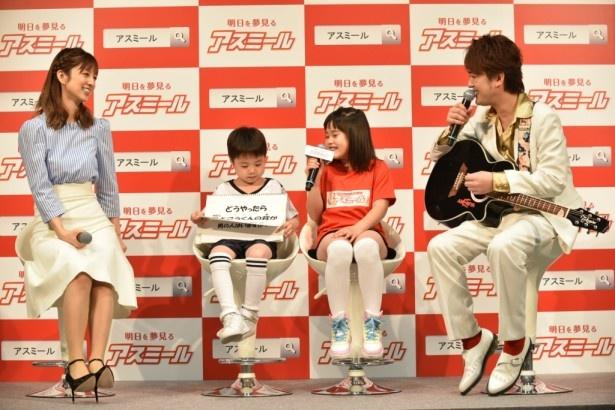 【写真を見る】子供たちからの質問に苦笑いの小倉優子
