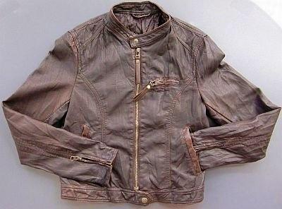 親会社ウォルマートグループの衣料品ブランド「George」のライダースジャケットは4900円で販売