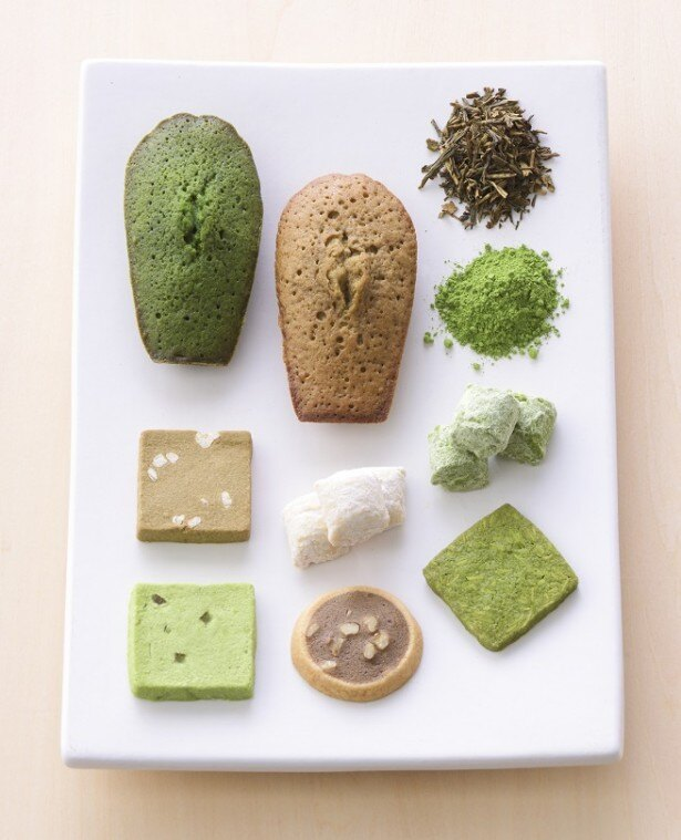 【写真を見る】宇治抹茶とほうじ茶を使った焼き菓子はその色合いも魅力