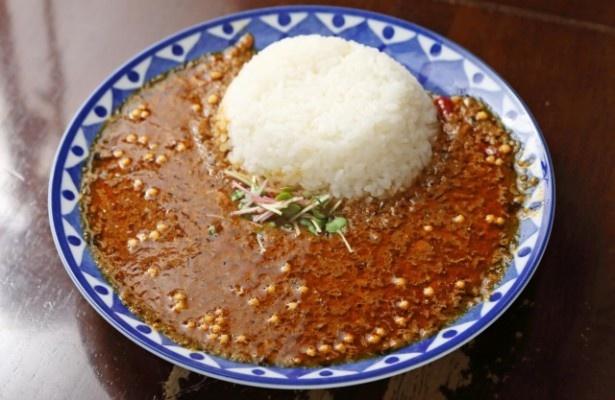 ガッツリ肉食派にオススメの肉カリー850円。写真は合挽きキーマに干しエビの旨みが合わさった干しエビキーマ。内容は日替わり