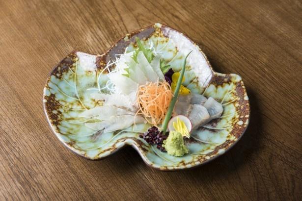 人気の「ほっけの刺し身」は、北海道羅臼町産のほっけを使用し、船上活締めを行うことで、高い鮮度を実現。