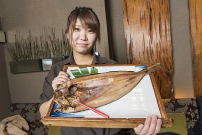 インパクト抜群の大きさが魅力の「縞ほっけ焼き」は北海道羅臼町の縞ほっけを使用