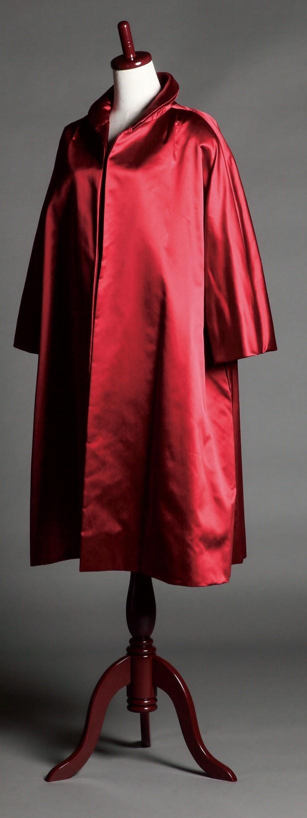 グレース・ケリーが愛用した「Dior」のサテンコート