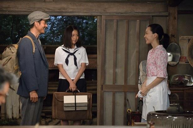 東京に出稼ぎに行っていた父・実(沢村一樹)がつかぬまの帰郷。家族は大喜びで迎える