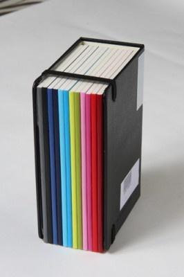 モレスキンカラーダイアリーボックス。1月分×12冊そろっている