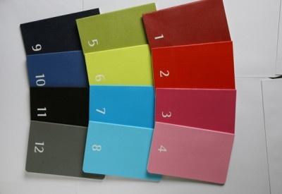 月ごとにカラフルな色で分かれている