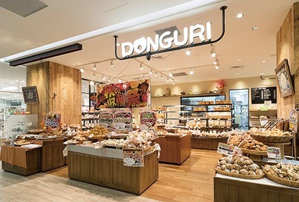 店内には常時120種のパンが並ぶ。季節限定ものも豊富に用意される