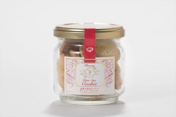 北海道産のバターを使用し朝積みした新鮮なバラを練り込んだ「Rose Aya クッキー」(税抜1500円)