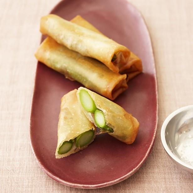 【関連レシピ】春の食材アスパラを使った「アスパラガスのシンプル春巻き」
