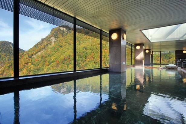 空中大湯殿は巨大な窓越しの景色が壮観