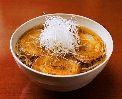 蕎麦「不生庵」のいち押しメニュー「黒豚そば」(¥1400)