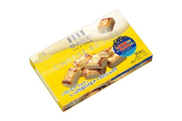 クリームチーズとカマンベールチーズを加えたチョコレートの表面を、カリッと焼き上げた「ベイク チーズブリュレ」(参考小売価格194円)