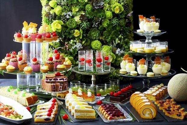 ホテルニューオータニ大阪では、年5月13日(土)から6月30日(日)まで、「SATSUKI LOUNGE」にて、「スイーツ&サンドウィッチビュッフェ ~メロン&チェリー~」を開催する