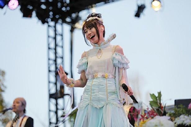 水樹奈々天女をイメージした衣装でファン4000人を魅了!