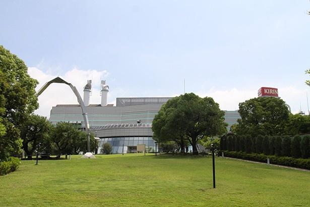 【写真を見る】一番搾りが作られるキリンビール横浜工場