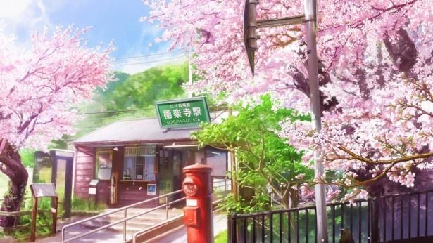 【写真を見る】ひろみと巴が初めて出会ったのが「極楽寺駅」