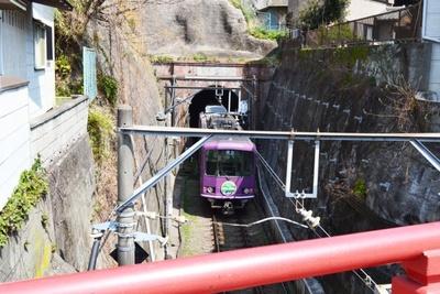 江ノ電唯一のトンネル「極楽洞」