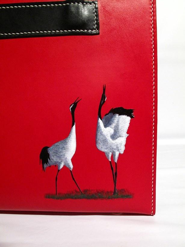 完成品には、くっきりと浮かび上がるように鶴が描かれた