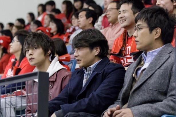 朝比奈(窪田)は依頼人の希望で人が多く警備が難しいスポーツ会場へ