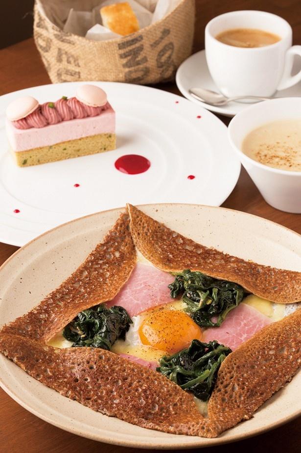 日替わりスープ、パン、ガレット、ケーキ、飲み物がつくAセット(1620円)(パティスリーカフェ アンビグラム)
