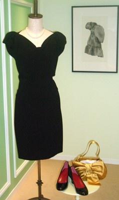 バッグ(イヴ・サンローラン)、パールのジュエリー(3点セット)、ドレス(モスキーノ)、靴(グッチ)。これ全部そろえて、1泊7500円!