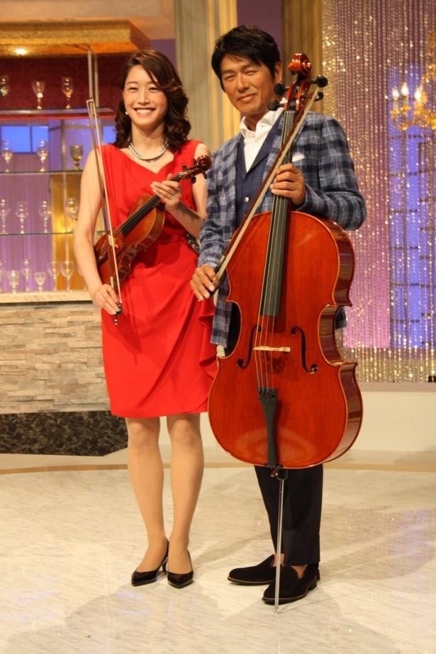 【写真を見る】高橋克典と牛田茉友アナが楽器を片手にニッコリ