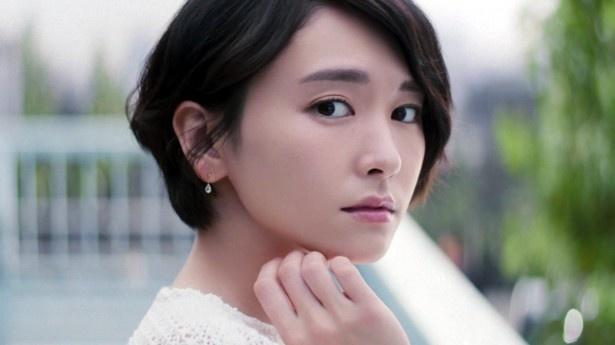 新垣結衣が出演する新CM「粉雪の雪肌精 ティザー篇」