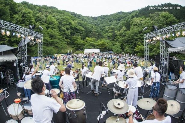 昨年の様子。緑が広がる会場で魅力的な音楽が繰り広げられる