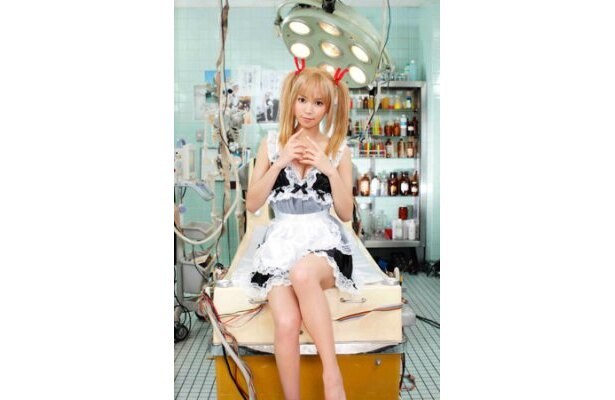 セクシー女優・藤井シェリーがロボット役を好演!