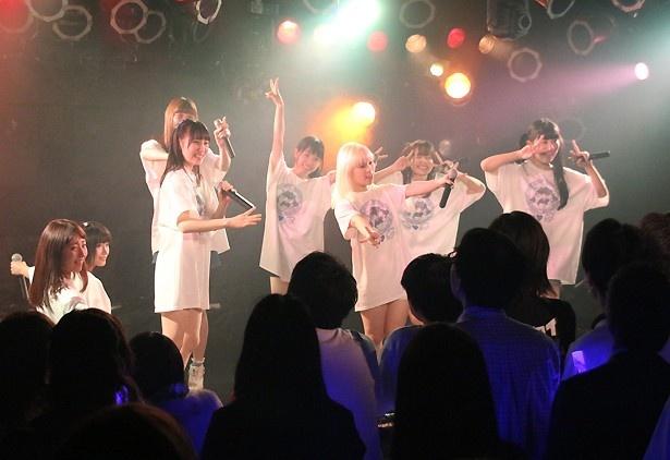ライブの冒頭では、「マジカルパレード」「お祭りヒーロー」「祭りだsun☆sun」を立て続けに歌い上げる
