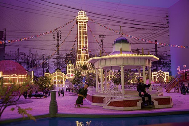 ルナパークの精巧なジオラマ。照明が朝昼夜と刻々と変化していくのも楽しい