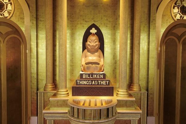 金髪のトンガリヘッドがトレードマークのビリケンさん。足の裏を、願いを込めて優しくなでて/ビリケン神殿