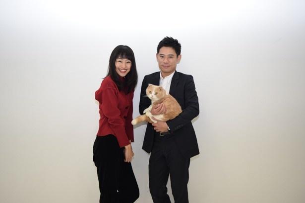 共演したシナモンについて「とにかく優秀」と絶賛する忽那汐里と伊藤淳史(写真左から)