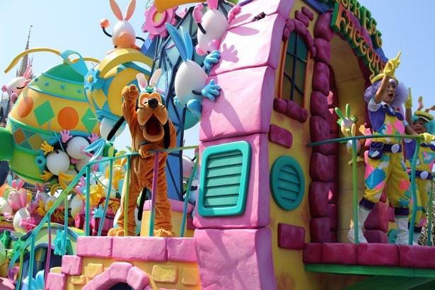 パレードの先頭を飾るのはプルート