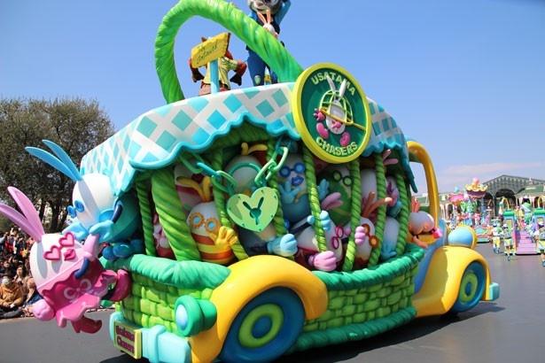 ジュディとニックが乗るフロートには、確保したうさたまがいっぱい!