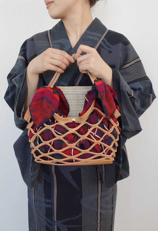 【写真を見る】布を変えるだけで着物のバッグにも変身